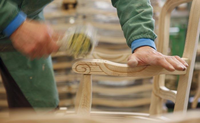 Produzione sedie classiche e moderne divani e poltrone in - Progetti mobili in legno pdf ...