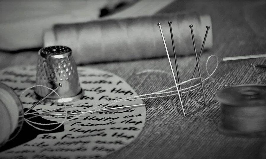 Needle, thread and fabrics for the manufacture of Italian furniture