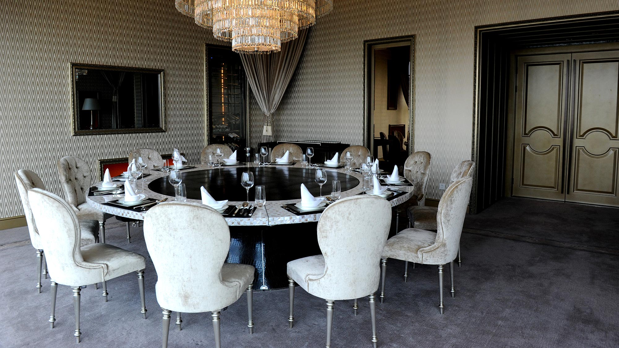 Contemporary Aida chairs by Sevensedie at the Imperial Seal restaurant in Shanghai