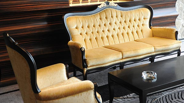 Foglia armchairs and sofa in a gold color velvet at the Imperial Seal restaurant in Shanghai