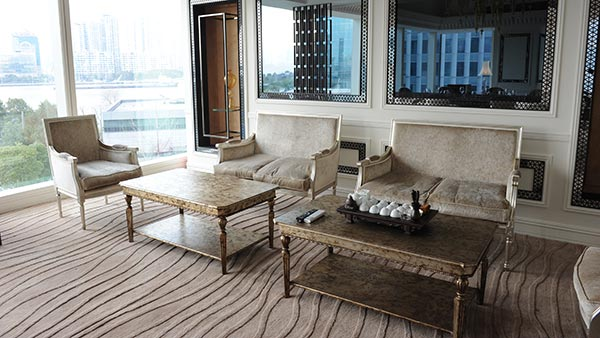 Louis style replica chairs and sofa by Sevensedie around a coffee table. Classic Italian furniture made by Sevensedie for the Imperial Seal restaurant in Shanghai