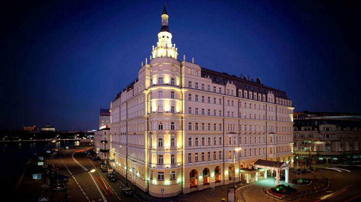 Night view of the historical fa�ade of the hotel Baltschug Kempinski in Moskow, Russia